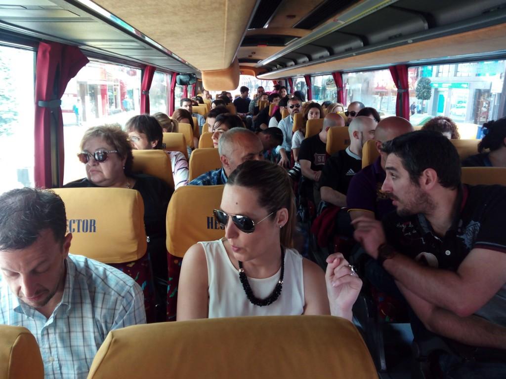 V Empacho Misterioso - En el autobús, ya de camino