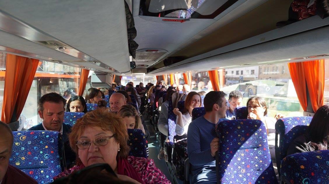 En el autobús, de camino al evento